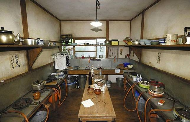 當年一眾年輕漫畫家共用的廚房都被重新呈現。(互聯網)