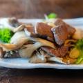 鹿肉とまいたけのガーリック焼き - 実際訪問したユーザーが直接撮影して投稿した荒川小野原郷土料理きのこの里 鈴加園の写真のメニュー情報