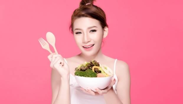 Ilustrasi wanita makan sayur. shutterstock.com
