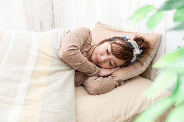 """เทคนิคหายใจที่คนญี่ปุ่นลงความเห็นว่าช่วยให้ """"หลับลึก"""" อย่างสบาย…."""