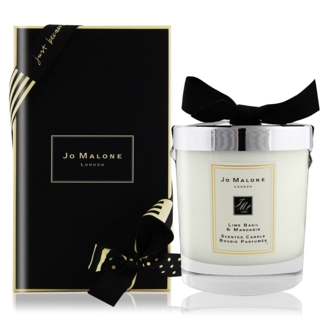 詳細介紹 此為廠商直送商品, 預計出貨日2-5天 經典的香氣。 充滿辛香的羅勒及芬芳的白色百里香,能為青檸香氣帶來出乎意料的轉折,宛如吹拂著加勒比海微風。 中文品名:Jo Malone 青檸羅勒葉與柑