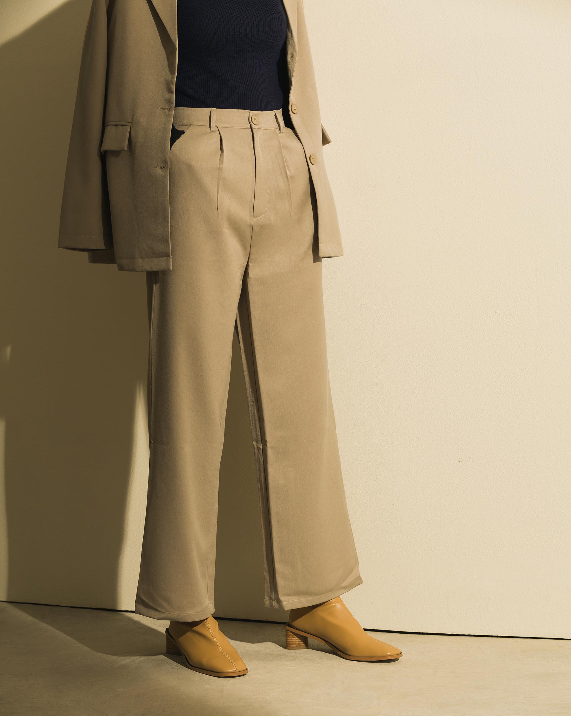 微寬褲版型/ 左右斜口袋/ 無內裡