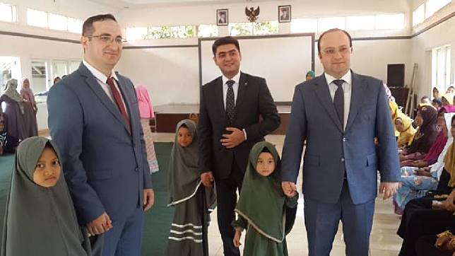 Azerbaijan Ambassador to Indonesia, His Excellency Jalal Mirzayev with children of the Putra Setia Orphanage