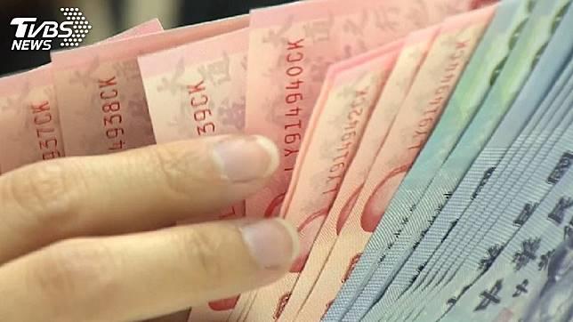 許多男性在婚後會偷偷藏私房錢,以備不時之需。(示意圖/TVBS)