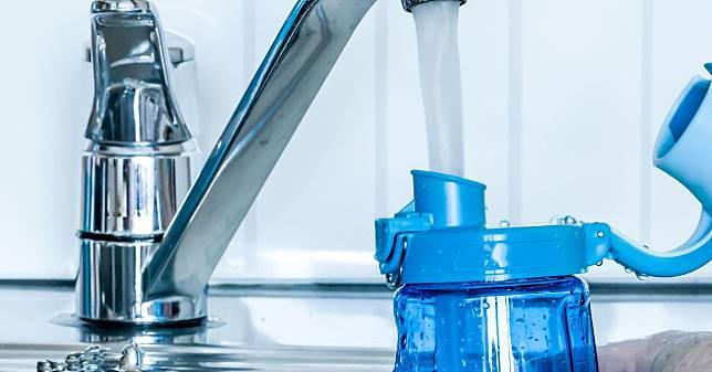 Botol minum harus dicuci setiap hari.