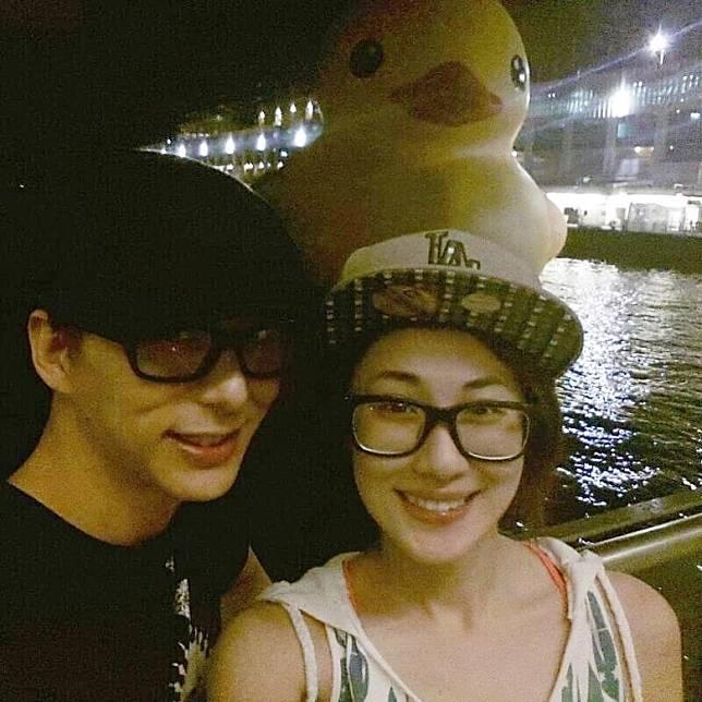 鄧健泓公開與石詠莉拍拖後首張合照。