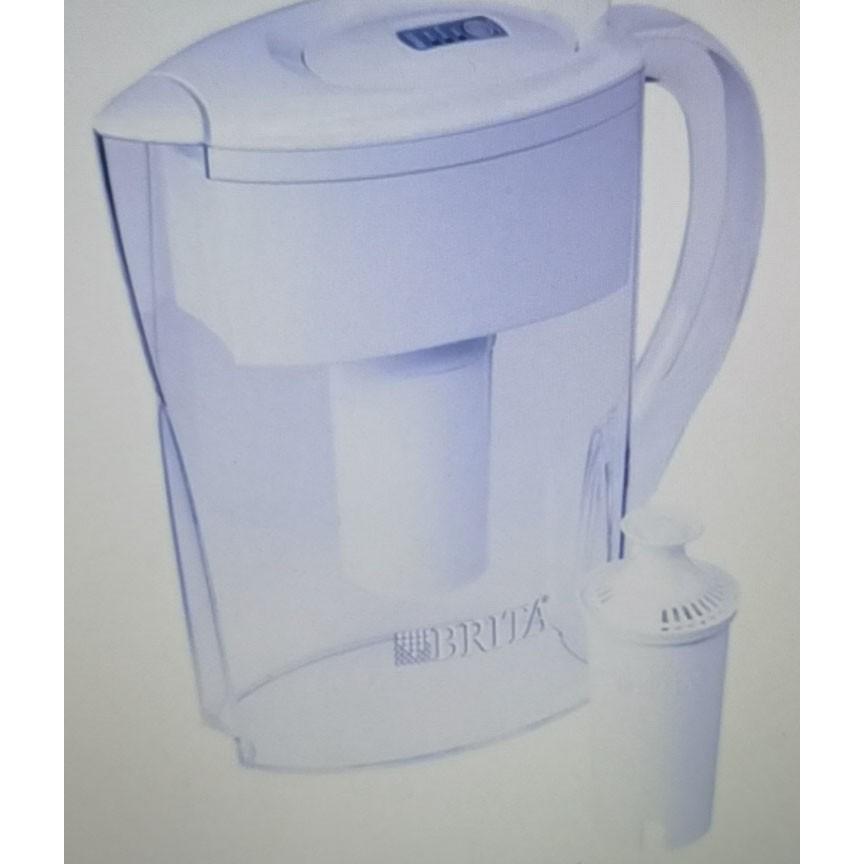 小水罐:這種小而透明的塑料水罐具有一個可翻轉的頂蓋,易於注水,並且設計用於輕鬆安裝在狹窄,狹窄的地方。更乾淨,更美味:不含BPA的Brita過濾器可減少自來水中的氯氣和臭味,銅,汞和鎘雜質。減少的物質