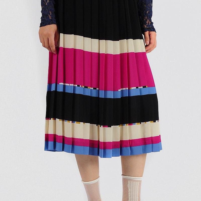 蛋植物嚴選古著裙,特殊剪裁,濃厚復古風味!無論是圓裙或是百褶裙,都能輕易創造巧妙亮眼整體造型!