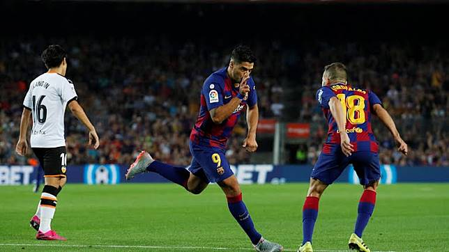 Cetak Dua Gol ke Gawang Valencia, Busquets Sebut Suarez Penyerang Terbaik Dunia