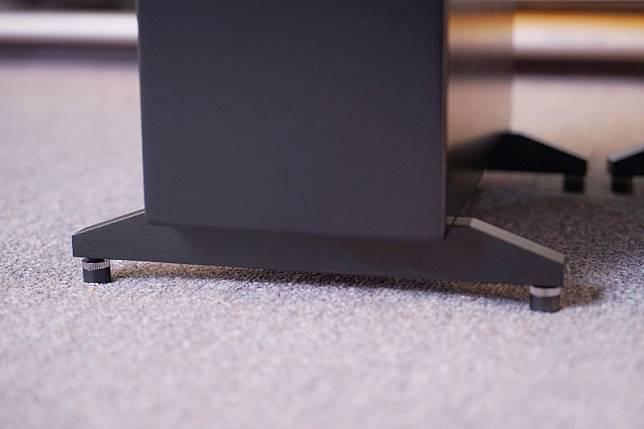 能為喇叭加裝釘腳,減少外來震動對喇叭的影響。(胡振文攝)