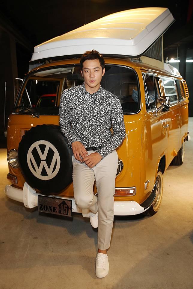 姚元浩新開的改裝車行與他的名車。記者曾吉松/攝影