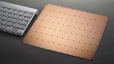 台積電與 Cerebras 聯手打造,這塊滑鼠墊大小的晶片,包含了「一兆個」電晶體!
