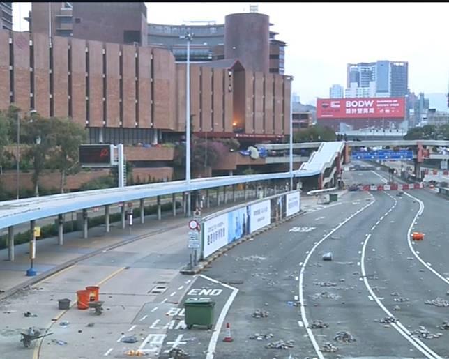 紅隧出入口連接理大的天橋一帶。港台新聞截圖