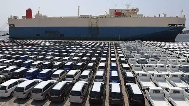 Mobil yang siap diekspor di IPC Car Terminal, PT Indonesia Kendaraan Terminal (PT IKT), Pelabuhan Tanjung Priok, Jakarta, Selasa (8/8).