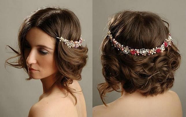 Ingin rambut dibiarkan alami dan memakai hiasan kepala di belakang  Mungkin  ide berikut bisa dicoba. 15d671196d