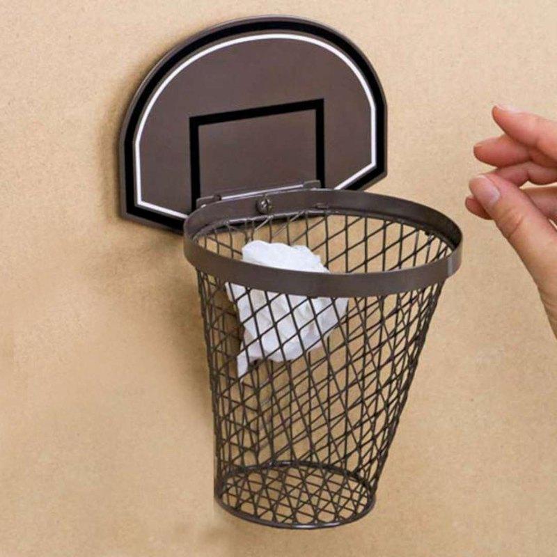 愛打籃球的人就知道,丟垃圾的時候往往會有喬丹上身的感覺,不管垃圾桶再怎麼遠,總是想要來個高難度射籃。日本Magnets設計師捕捉到大家的心聲,設計這款超有趣的籃框垃圾桶,只要套個垃圾袋,你就可以隨時享
