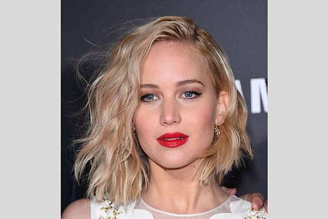 7 Gaya Rambut Terbaik untuk Si Pemilik Wajah Bulat 412bf4177b