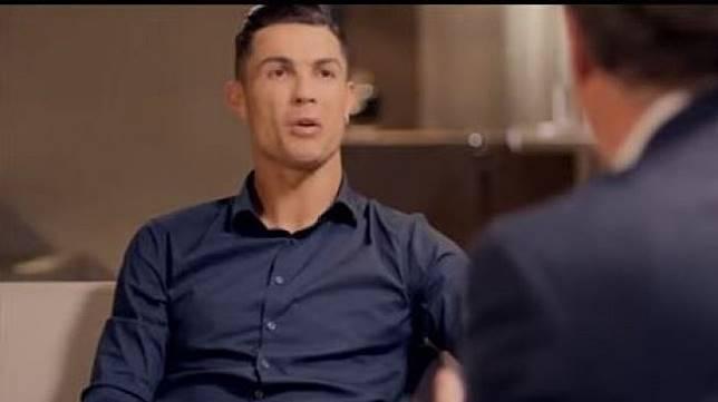 Cristiano Ronaldo saat diwawancara Piers Morgan. [YouTube]