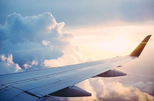 ▲有網友在 PTT 八卦版提到,其中有一個確診的在外商上班,出國前大家一直勸阻,他卻稱「機票很便宜」,甚至騙公司是到國內旅遊,結果回來後確診,讓全公司被迫關閉。(示意圖/翻攝自 Pixabay )