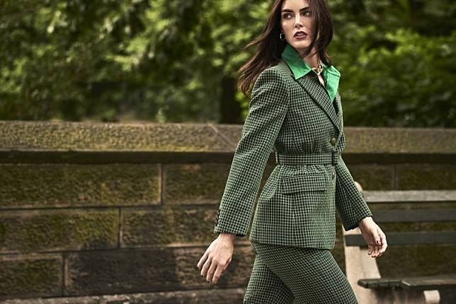 American supermodel Hilary Rhoda shows us how to dress like a Parisian