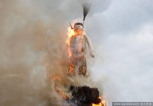 火堆中的雪人