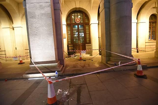 高等法院及終審法院於今下午先後遭人縱火。