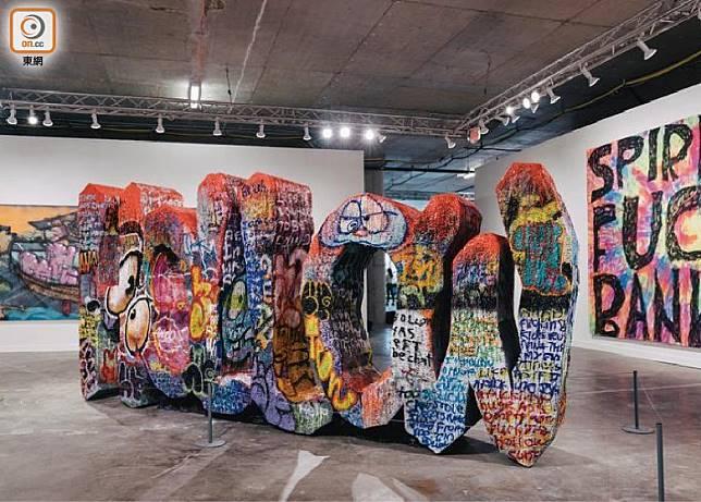 Beyond The Streets街頭藝術展,展覽場地是一個兩層樓的室內空間,大家可以舒舒服服欣賞各種街頭藝術。(互聯網)