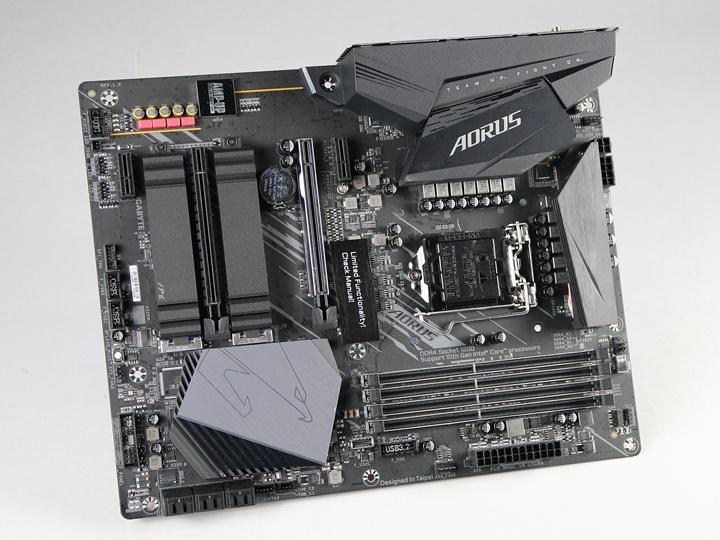 若是選用Intel第10代處理器的話,就得選擇同為LGA 1200腳位的Intel 400系列主機板,如技嘉科技Z490 AORUS ELITE AC主機板。