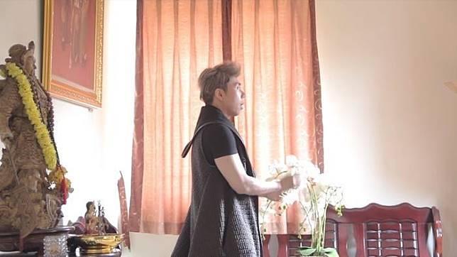Ruang tamu dari rumah Roy Kiyoshi