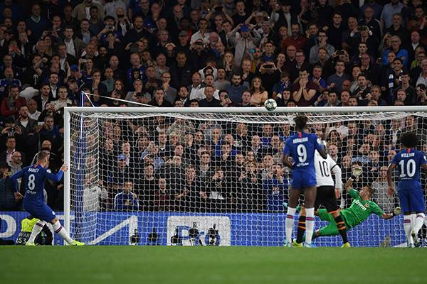 Penalti Benamkan Liverpool dan Chelsea