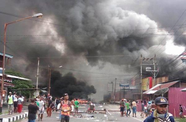 Demonstran turun ke jalan di Manokwari, Papua Barat