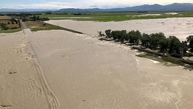 เกาะเหนือและเกาะใต้ของนิวซีแลนด์เผชิญกับสภาพอากาศเลวร้าย ช่วงสุดสัปดาห์นี้