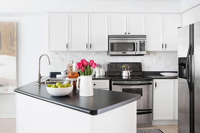 Maksimalkan Lahan Kecil Dengan 6 Desain Dapur Sempit Yang Efisien