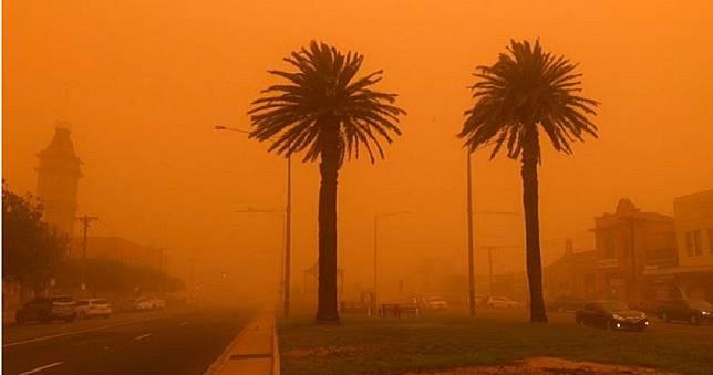 放眼望去一片紅 澳洲西北部小鎮受沙塵暴摧殘