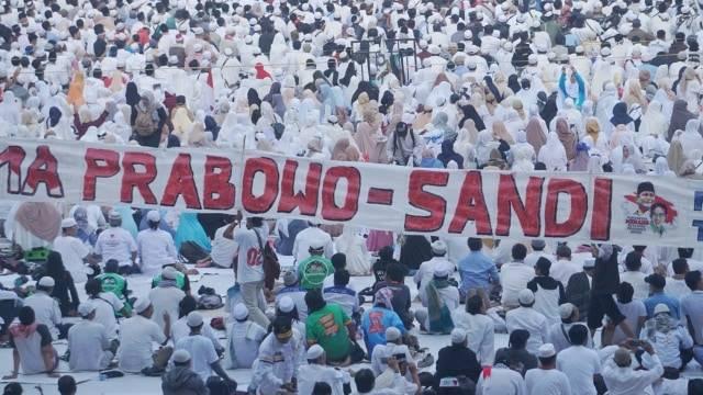 Suasana kampanye akbar Prabowo-Sandi di Stadion Gelora Bung Karno Foto: Irfan Adi Saputra/kumparan