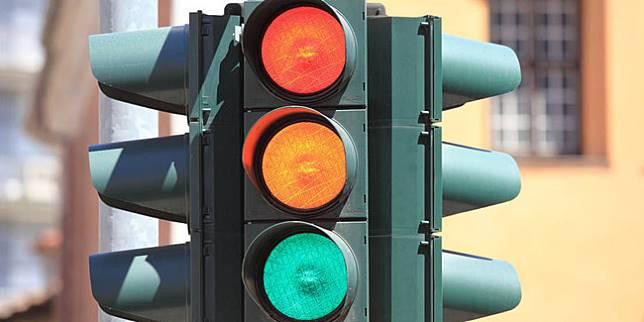 Ilustrasi lampu lalu lintas (mesh4g.com)