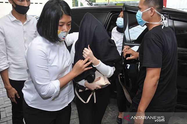 Selebgram sekaligus artis FTV diduga terlibat kasus prostitusi di Medan