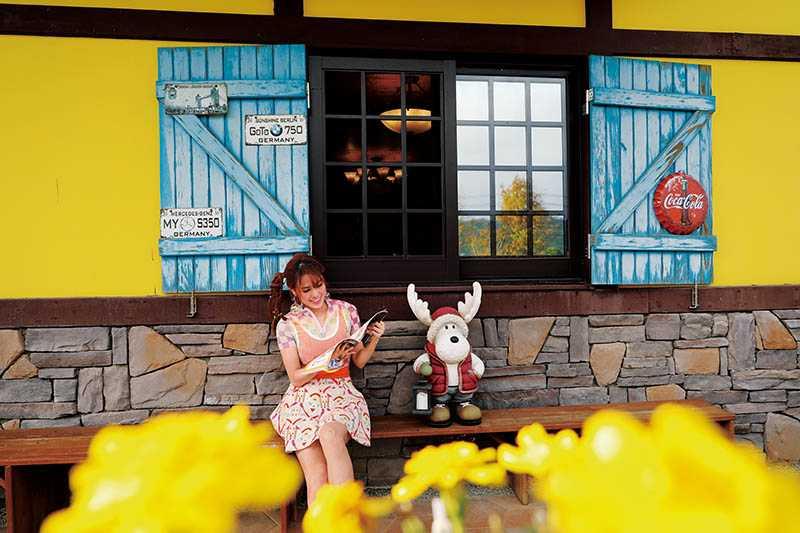 原本沒有營業的黃色小屋,在網路上暴紅後,轉型為咖啡館。(圖/于魯光攝)