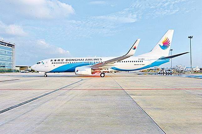 東方日報再向港府提具體包機方案,或以民航機接載逾百人返港。