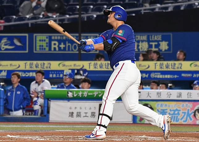 世界棒球12強,中華隊vs南韓隊,中華隊一壘手陳俊秀敲出3分砲。(圖/記者葉政勳攝)