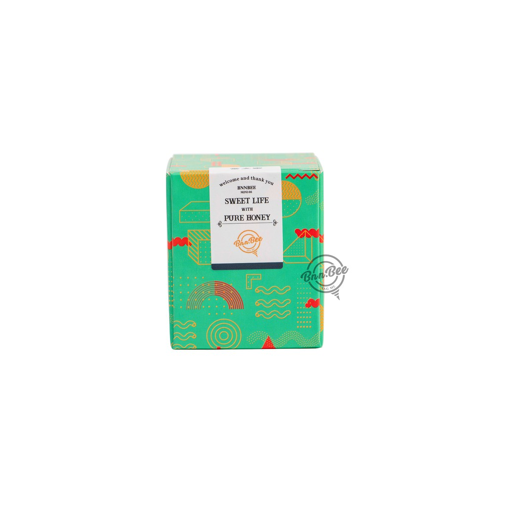 『MINI66 Box』 一體成形的設計,猶如含苞待放的花朵 在打開禮盒的瞬間,與蜂蜜一同華麗綻放 在每次送禮的場合,都能適時地傳遞祝福與感謝 蘊含66g天然蜂蜜的迷你六六瓶,承載順好的心意 『圖騰綠