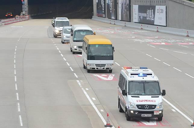 相信載有季炳雄的車隊駛經西隧。