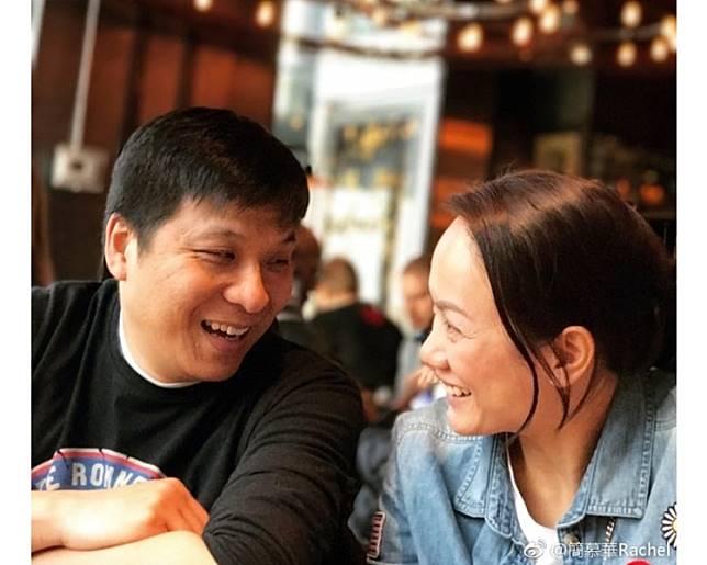 簡慕華貼與老公合照公佈婚訊。