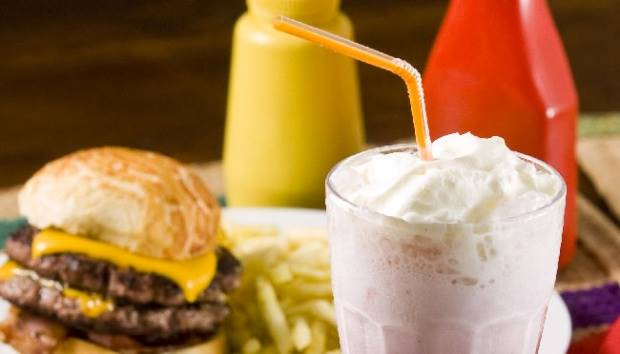 Burger Ini Tak Dijual di Resto Tapi di Sungai