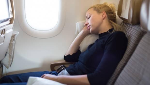 Ilustrasi tidur di pesawat. shutterstock.com