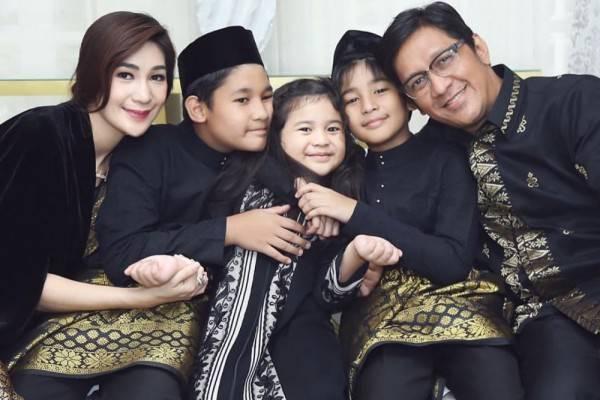 Download 83 Gambar Foto Keluarga Andre Taulany Terbaru