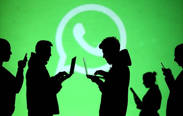 An illustration of people using the WhatsApp messaging application.