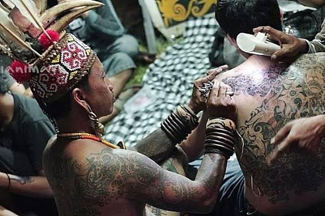 Image result for Fakta Tato Mentawai Seni Rajah Tertua dari Suku Mentawai