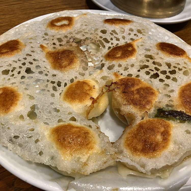 新宿区周辺で多くのユーザーに人気が高い餃子老辺餃子舘 新宿別館の焼餃子の写真