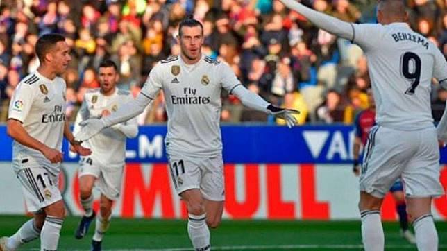 Winger Real Madrid, Gareth Bale (tengah)
